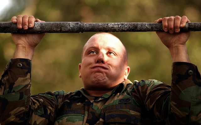soldier-trying-pull-ups