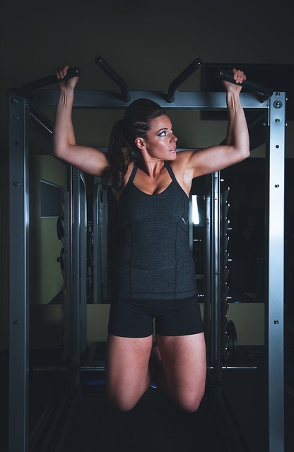 woman-doing-pull-ups