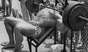 Arnold Schwarzenegger bench pressing